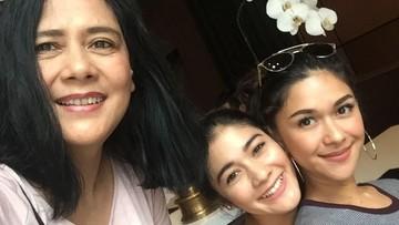 6 Foto Lydia Kandou Bersama Dua Putri Cantiknya, Nana dan Naysila