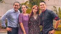 Kompaknya Rian dan Vira saat foto bareng lawan mainnya yang juga pasangan suami istri, Jonas Rivano dan Asmirandah. (Foto: Instagram/ @teuku.rian)