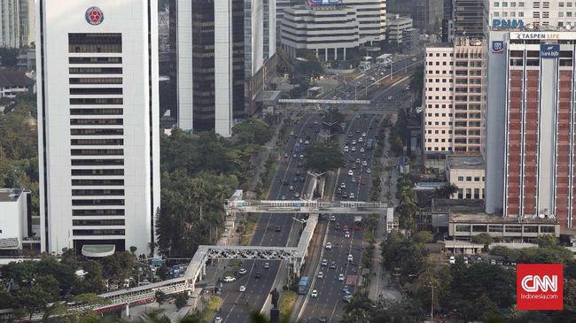 Kawasan Jalan Sudirman, Jakarta, Selasa, 16 Juli 2019. CNNIndonesia/Safir Makki