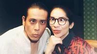 Beginilah kemesraan Vira Yuniar dan Teuku Rian yang kini mulai aktif lagi di dunia hiburan. (Foto: Instagram/ @virayuniar81)