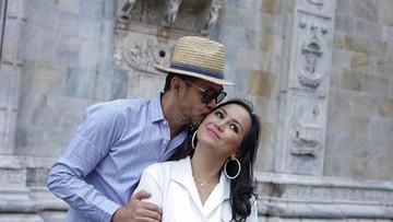 15 Inspirasi Ucapan Manis Ferry Salim untuk Sang Istri