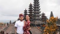 Kunjungan Alves ke Bali merupakan momen spesialnya setelah Brasil menang piala Copa America 2019. (Foto: Instagram @joanasanz)