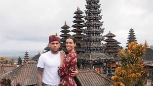 6 Foto Bulan Madu Pemain Timnas Brasil, Dani Alves di Bali
