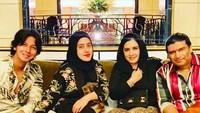 <p>Diketahui pula bahwa Ashraff merupakan kakak ipar Fairuz A Rafiq. Diungkap pelantun 'Sharmila' itu, dirinya tak henti memberi dukungan kepada Fairuz dan Sonny yang sedang menghadapi cobaan. (Foto: Instagram @ashraff_abu)</p>