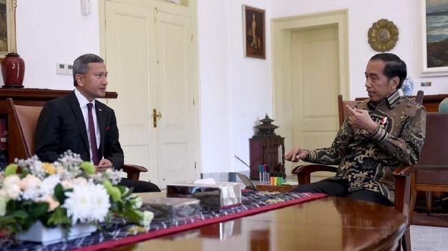 Menlu RI Retno Marsudi mengatakan saat Menlu Singapura bertemu Presiden RI Joko Widodo tak ada bahasan soal ruang kendali udara di wilayah Natuna.