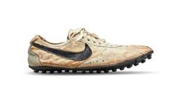 <i>Sneaker</i> Butut 'Moon Shoe' Cetak Rekor Sepatu Termahal