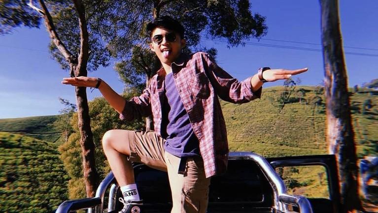 Sama seperti remaja lainnya, ia juga gemar travelling. Kini, Gusti sedang menjelma menjadi sosok idola baru. Ia sudah memiliki penggemar setia.