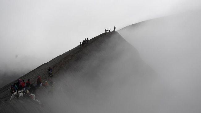 Balai Besar Taman Nasional Bromo Tengger Semeru menambah jumlah pengunjung ke kawasan Gunung Bromo menjadi 50 persen.