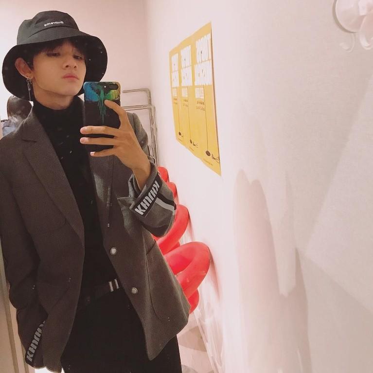Pesonanya sudah terlihat sejak menjadi trainee di Produce 101 sebagai salah satu member termuda dan paling berbakat.
