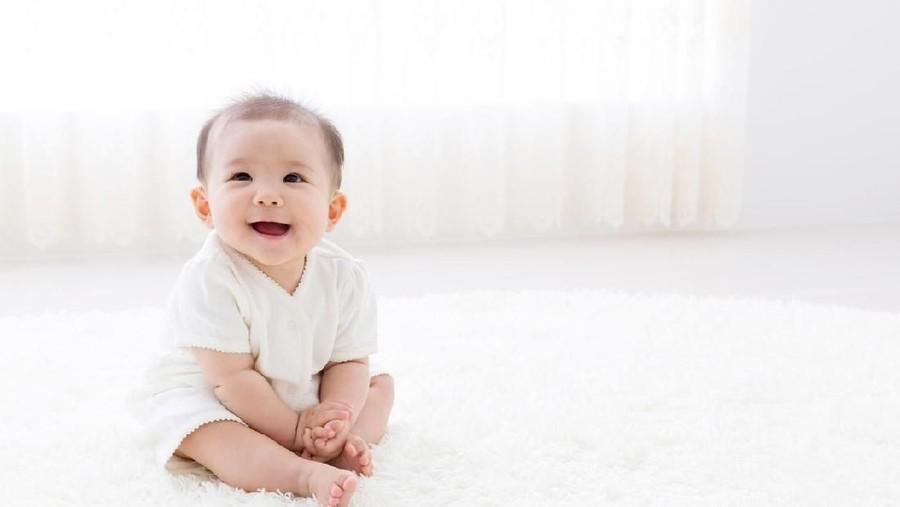 Perkembangan Bayi 6 Bulan, Mulai Makan MPASI dan Duduk Sendiri