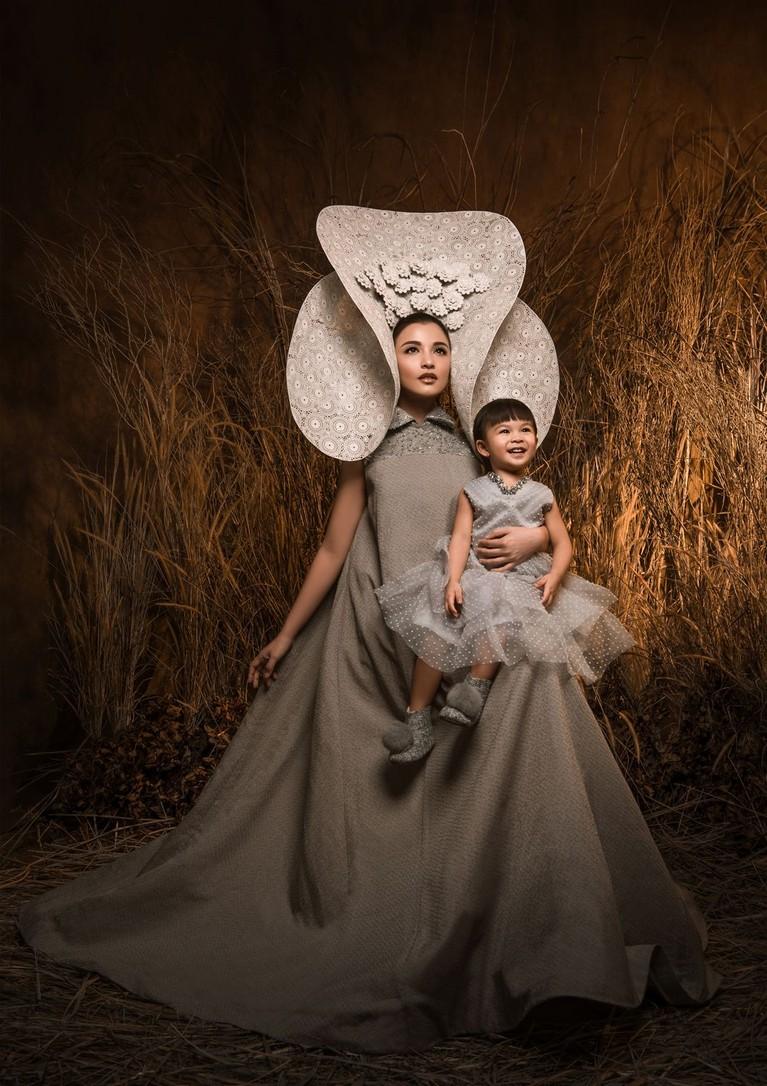Tidak hanya Gempi yang menemani sang Mama, Gisella Anastasia. Hadir pula, Chelsea Olivia ditemani putrinya, Natusha Olivia Alinskie. Keduanya tampak kompak dan menggemaskan.