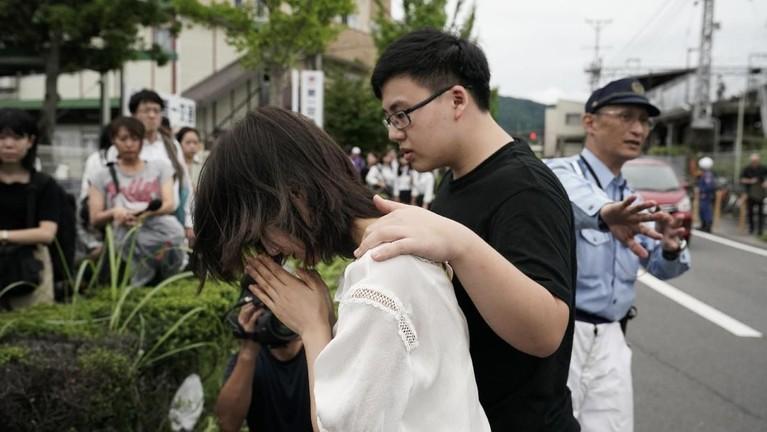 Mereka juga menyampaikan doa kepada para korban tewas dan luka-luka atas kejadian ini.