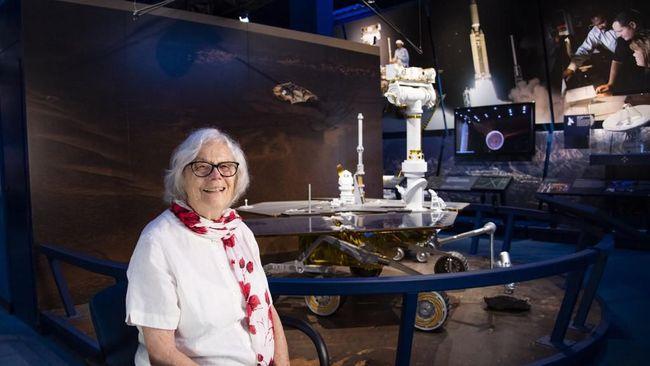 Selain Neil Amstrong yang berada di garda terdepan dalam perjalanan ke Bulan 50 tahun lalu, ada para perempuan cerdas yang mewujudkan langkah Amstrong di Bulan.