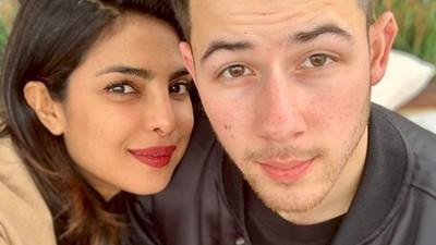 6 Potret Mesra Pasangan Beda Negara Priyanka Chopra & Nick Jonas