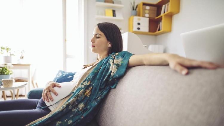 Portrait of a beautiful pregnant woman