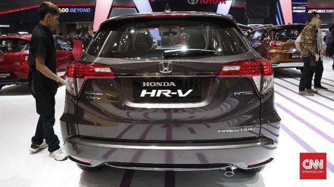 Honda HR-V baru menghadapi uji coba jalan di Thailand. Mobil masih menggunakan stiker hitam putih untuk mengaburkan identitasnya.