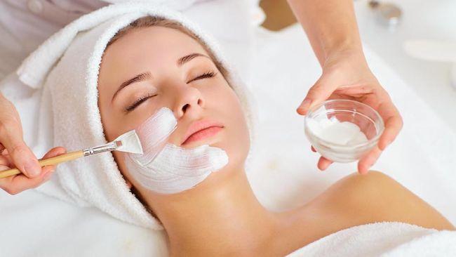 Ada beberapa pilihan masker alami untuk memutihkan wajah, seperti berikut.