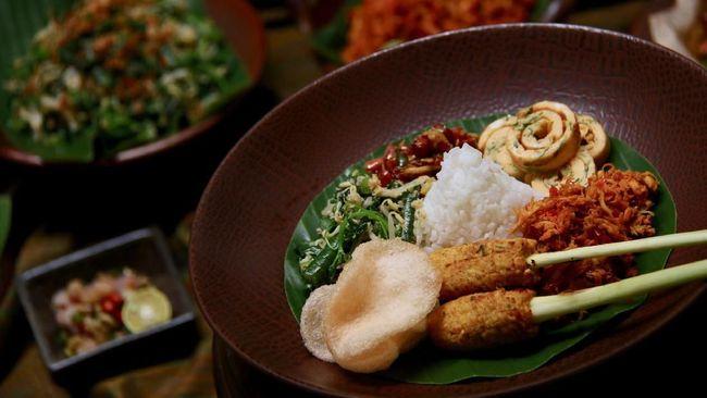 Punya rencana pergi ke Ubud, Bali? Jangan lupa berburu aneka makanan tradisional Bali yang enak di Ubud. Berikut rekomendasinya untuk Anda.