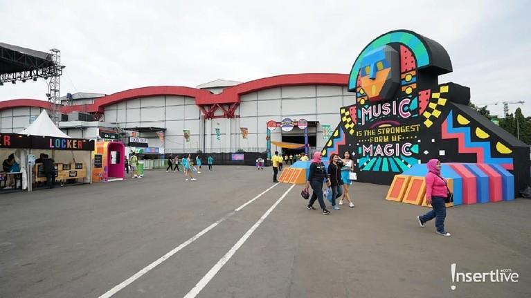 We The Fest 2019 hari pertama telah resmi diselenggarakan. Festival musik ini akan berlangsung mulai hari Jumat (19/7) hingga Minggu (20/7).