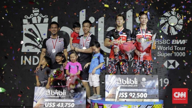 Ganda putra Kevin Sanjaya/Marcus Gideon sukses pertahankan gelar Indonesia Open usai menang atas Mohammad Ahsan/Hendra Setiawan, 21-19, 21-16, Minggu (21/7)
