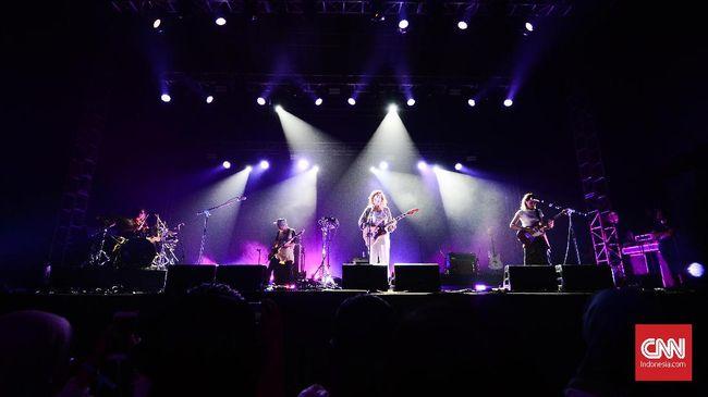 Bassist Jenny Lee Lindberg mengumumkan dengan bangga bahwa Warpaint tengah bersiap mengerjakan album keempat.
