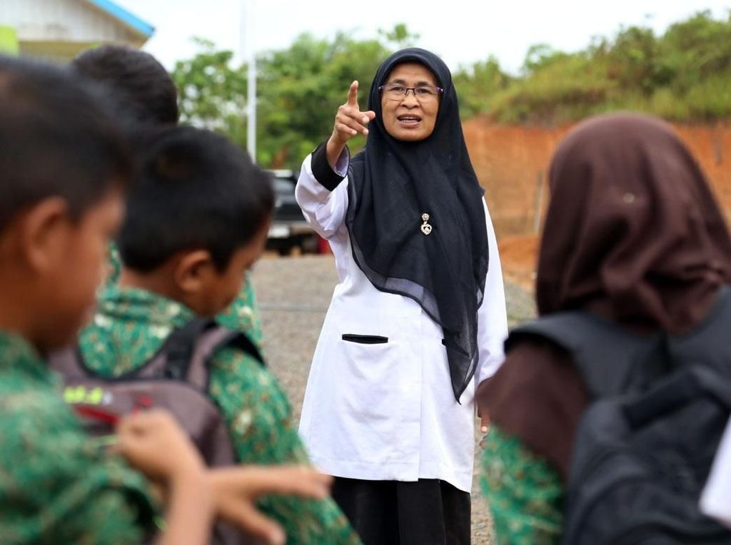Seperti Bu Muslimah, Bidan Suraidah Bangun Sekolah Kolong di Pulau Terluar