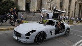 Andrzej Burek membangun supercar impiannya yaitu Mercedes SLS AMG dengan sistem mekanis sepeda kayuh.
