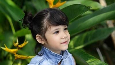 Kenalan dengan Dhati, Cucu Widyawati yang Imut dan Menggemaskan