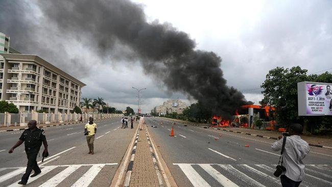 Sedikitnya delapan orang tewas termasuk jurnalis dalam bentrokan antara umat Syiah dan polisi di Abuja, Nigeria pada Senin (22/7).