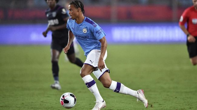 Manchester City's Leroy Sane runs with the ball during their match at the 2019 Premier League Asia Trophy football tournament in Nanjing in China's Jiangsu province on July 17, 2019. (Photo by HECTOR RETAMAL / AFP)