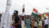 India akhirnya sukses meluncurkan roket Chandrayaan-2 dengan mulus pada Senin (22/7) setelah sempat tertunda pada Senin (15/7) silam.