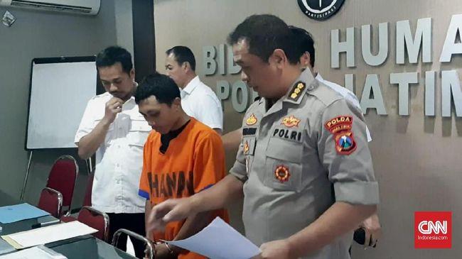 Pembina Pramuka RSS (30) melakukan perbuatan cabulnya itu di tiga sekolah menengah pertama (SMP) dan sekolah dasar (SD) di Surabaya.