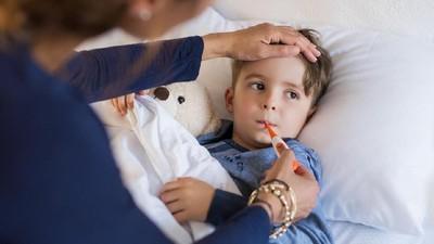 Bunda, Kenali Penyebab Demam Anak Naik Turun