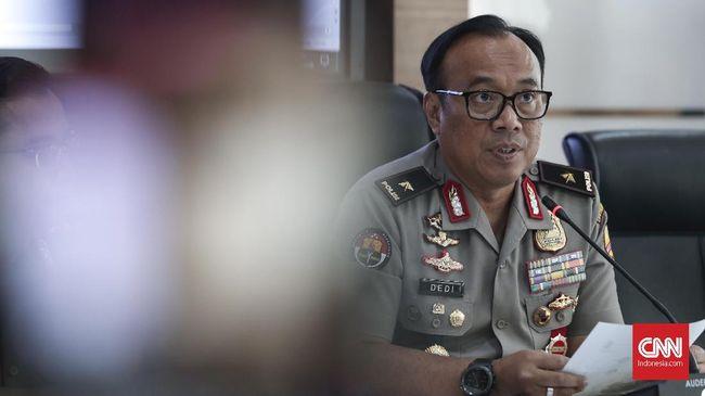 Polisi menunda untuk mengumumkan hasil investigasi tentang listrik padam di sejumlah wilayah di Pulau Jawa dengan alasan belum rampung melakukan investigasi.