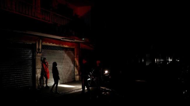 Caracas dan beberapa negara bagian Venezuela kembali gelap gulita akibat pemadaman listrik besar-besaran pada Senin (22/7).