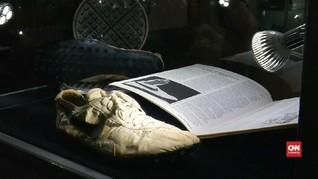 VIDEO: Sepatu Butut Tahun 1972 Laku Dilelang Rp6,1 Miliar