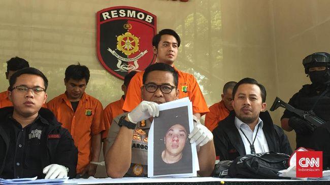 Majelis hakim menjatuhkan hukuman lima bulan penjara kepada Kris Hatta karena terbukti melakukan penganiayaan terhadap Antony Hillenaar.