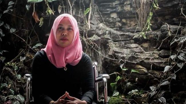 Dokter gigi Romi Syofpa di Solok Selatan tengah memperjuangkan nasibnya yang gagal jadi PNS karena kondisi disabilitas meski sudah lolos tes.