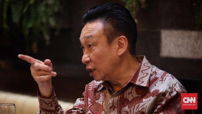 Mantan Dirut Bank Bali Rudy Ramli akan menggugat Standard Chartered Bank atas dugaan pengambilalihan kepemilikan perusahaan secara paksa pada 1999.