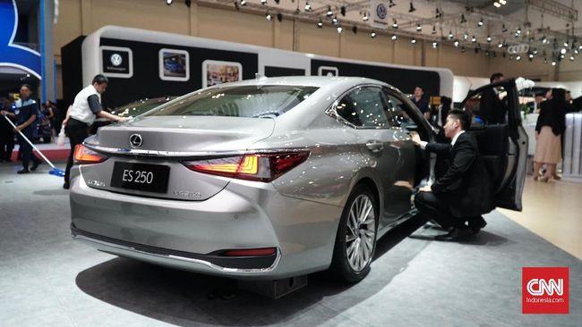 Penjualan mobil nasional surut hingga 46,7 persen dibanding periode yang sama tahun lalu.