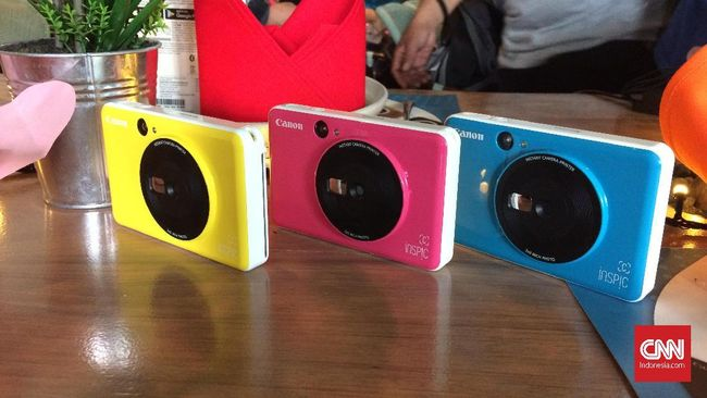Canon resmi perkenalkan dua kamera instan terbaru yakni iNSPiC S dan iNSPiC C hari ini (24/7) di Capital Place, Jakarta.
