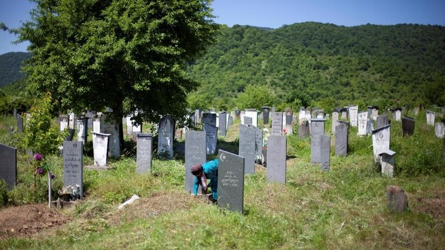 Seorang Muslimah Georgia, Leila Achishvili berjuang seorang diri demi kemerdekaan dirinya di kawasan timur laut Georgia yang didominasi sistem patriarki.