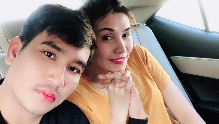 Areeya juga kini telah bahagia dengan pasangan barunya. Ia juga sering membagikan potret kemesraannya di Instagram.
