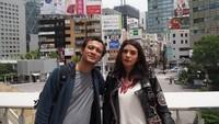 <p>Nah kalau yang ini, ketika Eno dan Nadila liburan ke Jepang. Masih terlihat seperti anak muda ya, Bun. (Foto: Instagram @nadila_ernesta)</p>