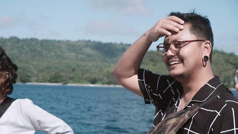 Ingin terus mencari berbagai pengalaman, Robby pun juga mencicipi penggarapan FTV. Ia berperan sebagai sutrdara sekaligus penulis skenario.