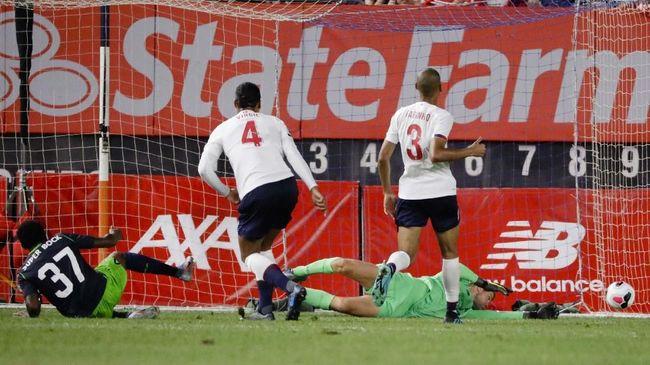 Liverpool menyambut musim baru Liga Primer Inggris dengan persiapan yang jauh dari kata meyakinkan karena hasil buruk selama masa pramusim.