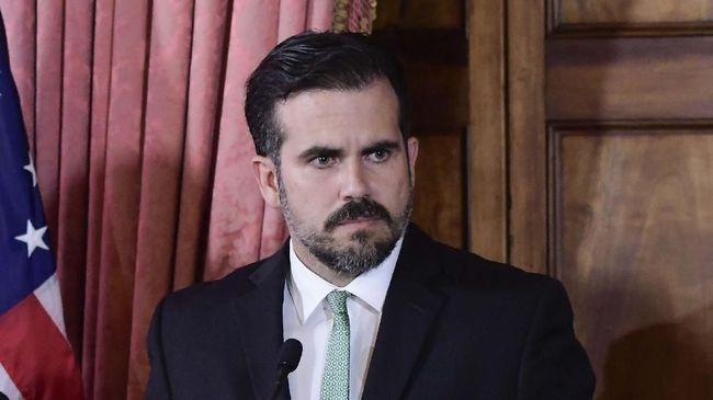 Pengunjuk rasa mengecam Gubernur Puerto Rico Ricardo Rossello atas publikasi pesan yang berisi cemoohan terhadap gay, wanita, korban badai, dan skandal korupsi.