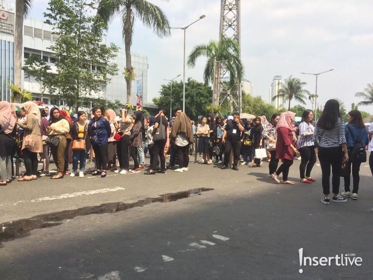 Antusiasme pengujung sudah mulai terlihat di hari pertama pembukaan Jakarta X Beauty 2019. Seperti antrian masuk yang mengular hingga ke jalan.