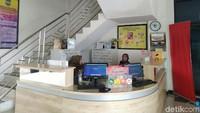 Dari luar, tampak gedung Perpustakaan Daerah Kabupaten Ciamis terlihat biasa saja. Namun, pihak perpustakaan ternyata melakukan inovasi dengan membuat sebuah ruang baca khusus anak-anak bertema galaksi. Foto: Dadang Hermansyah/detikcom