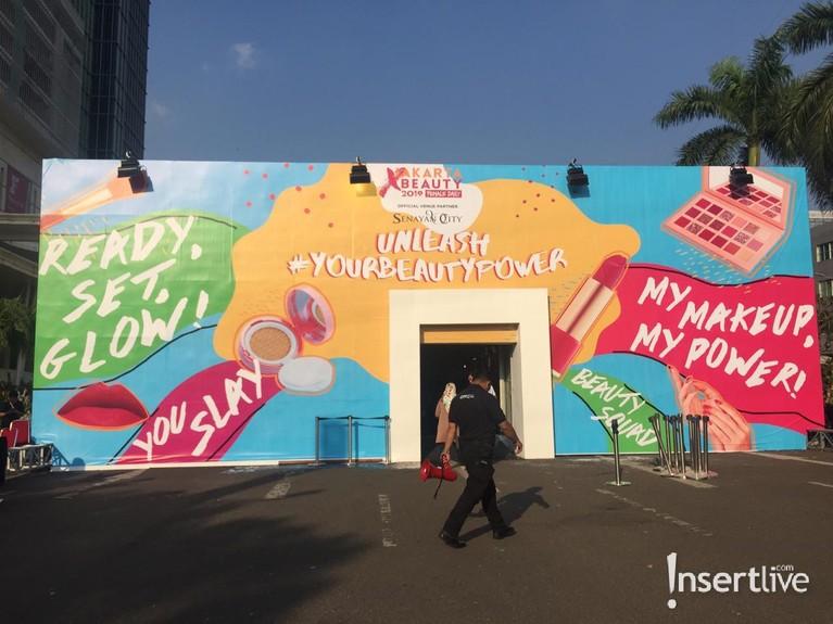 Jakarta X Beauty adalah acara tahunan Fimale Daily yang berisi berbagai macam workshop serta stan kosmetik lokal hingga luar negeri.